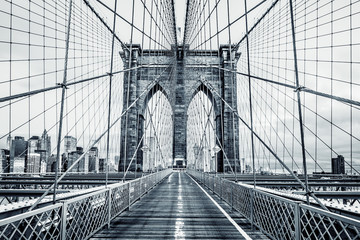 Obraz na PlexiBlack and white Brooklyn Bridge