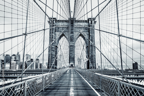Tuinposter Bruggen Black and white Brooklyn Bridge