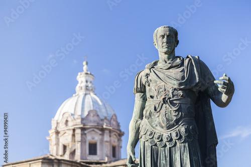 Fotografía  Statue Roman Emperor in front of church in Rome