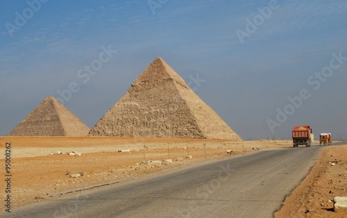 In de dag Egypte Egypt - Pyramids and lorry