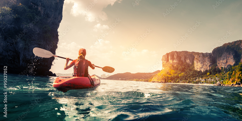Fototapety, obrazy: Lady with kayak