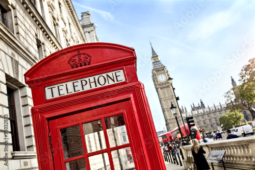 Deurstickers Londen rode bus London telephone booth and big ben