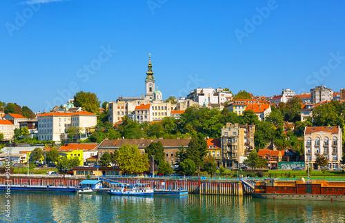 Cuadros en Lienzo  Belgrado del río Sava con barcas turísticas en un día soleado, Serbia