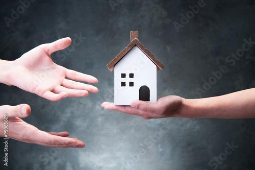 家の模型を持っている手 Wallpaper Mural