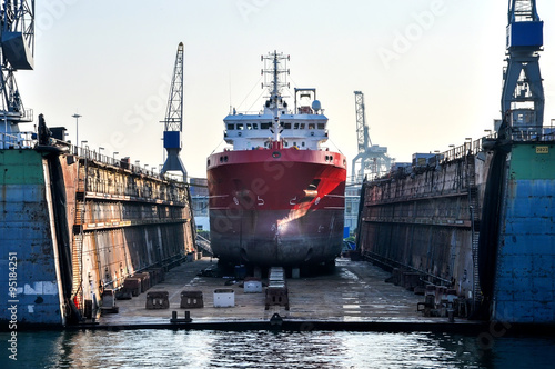 Leinwand Poster ship in a floating dock