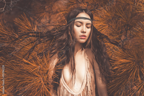 Photo  Beautiful lady hippie in fir forest