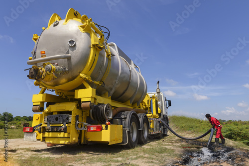 Fotografia  Vacuum truck  for emergency oil spill  refinery oil plant .