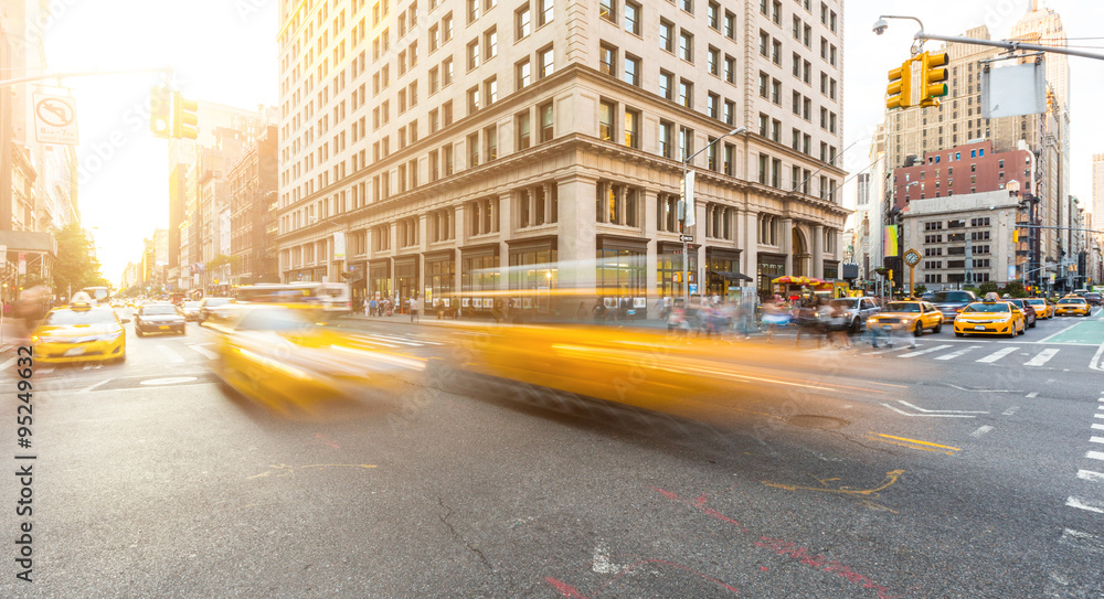 Fototapety, obrazy: Busy road intersection in Manhattan, New York, at sunset