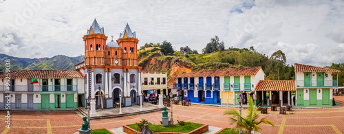 Fotomural  Beautiful Old town replica, Guatape, Colombia