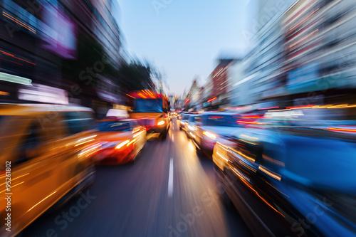 Zdjęcie XXL Obraz z efektem kreatywnego zbliżenia nocnego ruchu w wielkim mieście