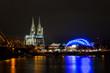 Kölner Dom und Musical Dome bei Nacht