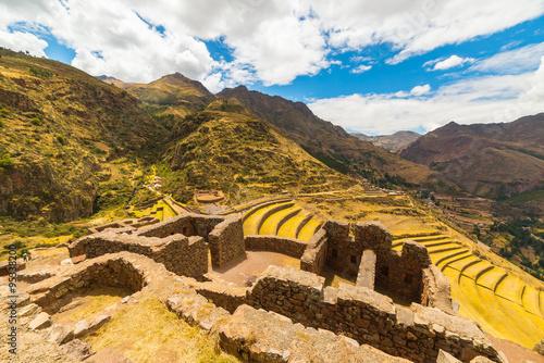 Foto op Aluminium Rudnes Inca terraces and building ruins in Pisac, Sacred Valley, Peru