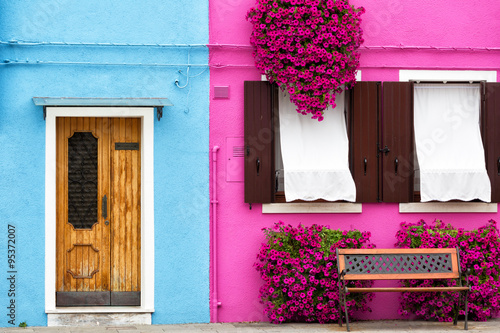 Venice, Burano: the small yard with bright walls of houses Fototapet