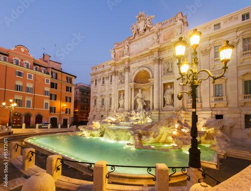 Fountain di Trevi in Rome, Italy - 95372611