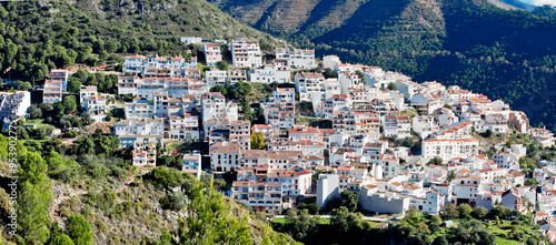 Fotografía  View of town and surrounding countryside, Ojen, Malaga Province,