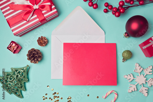 Fotografía  Greeting card mock up template with Christmas decorations