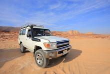 Off Road Jeep Safari 4x4 In The Desert