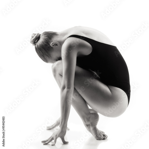 Carta da parati Modern ballet dancer posing on white background