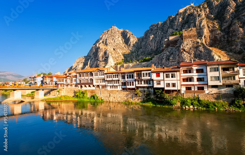 Poster Turquie Traditional ottoman houses reflecting in the river, Amasya, Turkey