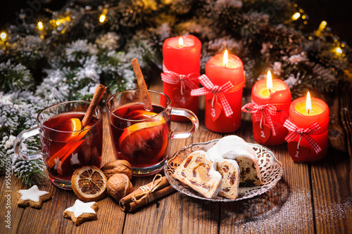Photo  Weihnachten, Glühwein, Adventskerzen
