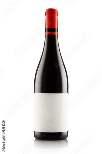 Fotografia  Red wine and a bottle isolated on white