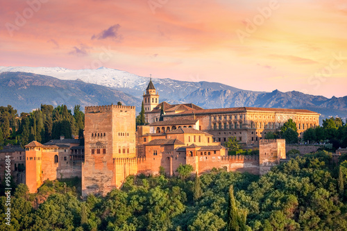 Foto  Ancient arabic fortress Alhambra at the beautiful evening