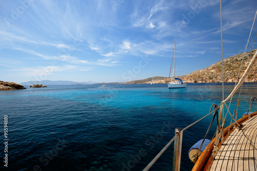 Photo  Sailboat in the bay of Cala Coticcio in Caprera island, Sardinia