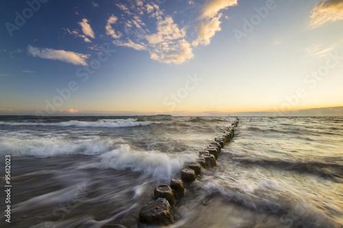 Foto auf Gartenposter Nordlicht zachód słońca nad bałtycką plażą