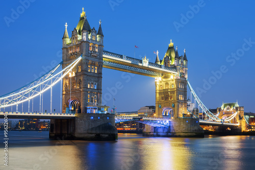 Fototapety, obrazy: Famous Tower Bridge in the evening