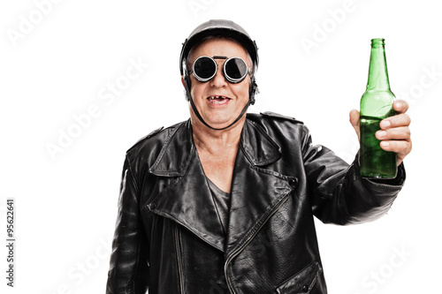 Photo  Toothless senior biker holding a bottle of beer