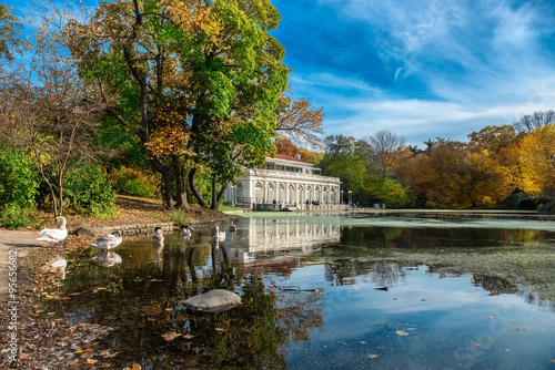 Canvas Print Beautiful autumn landscape in the Prospect Park Boathouse, Brooklyn, USA