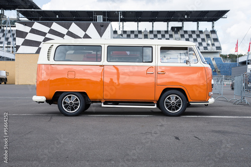 Photo  Bully T2, the cult car of the Hippie generation and it remained the status vehicle of the high wave surfers