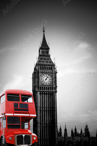Big Ben in London mit rotem Bus