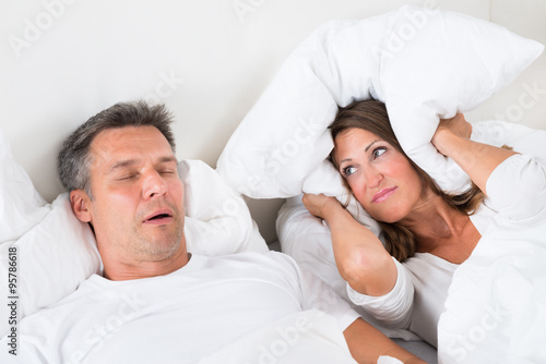 Obraz na plátně Angry Woman Trying To Sleep With Snoring Man