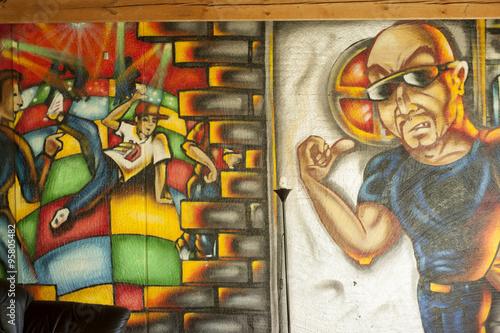 Plakat graffiti na ścianie