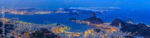La pose en embrasure Rio de Janeiro Rio De Janeiro city at twilight