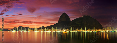 Photo  Sunrise view of Copacabana and mountain Sugar Loaf
