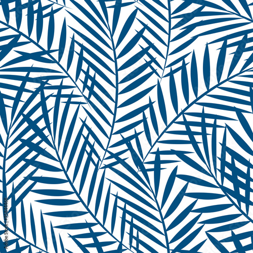 Foto  Tropical blue palm tree leaves in a seamless pattern