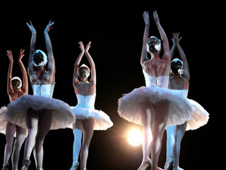 Fototapeta Taniec / Balet Ballet dancers on stage performing Swan Lake