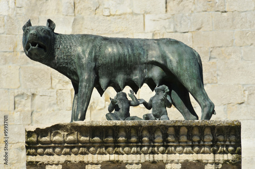 Romulus and Remus statue Canvas-taulu