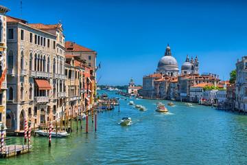Prekrasan pogled na Veliki kanal i baziliku Santa Maria della
