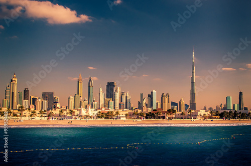 Montage in der Fensternische Dubai Skyline Downtown in Dubai, United Arab Emirates