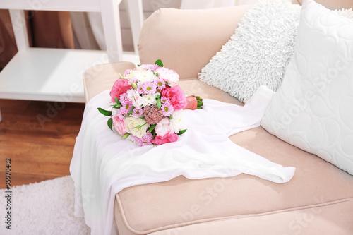 Foto op Plexiglas Magnolia Wedding bouquet and bridesmaid dress on sofa in room