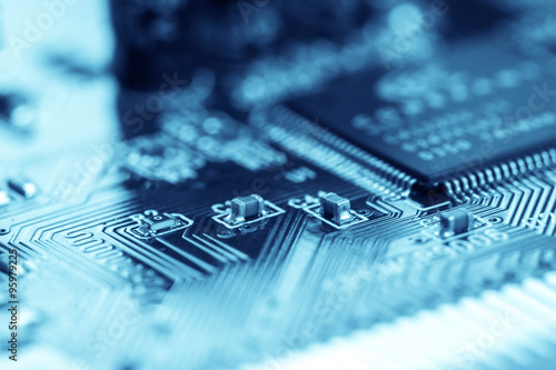 Fotografía  selective focus of close up computer electronic circuit board