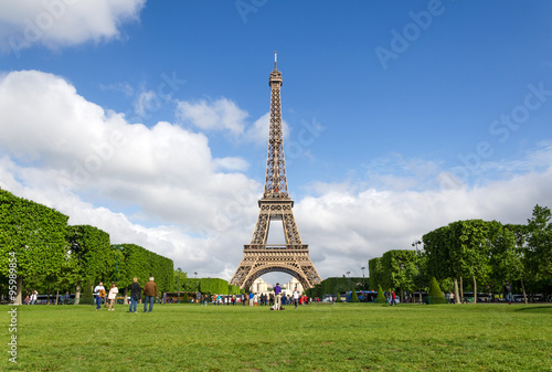 Photo  Eiffel Tower with blue sky in Paris