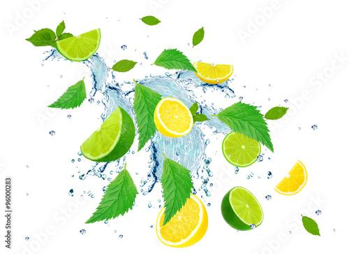 Fototapeta owoce w wodzie cytryny-w-wodzie