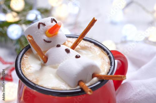 Staande foto Chocolade Hot chocolate with melted snowman