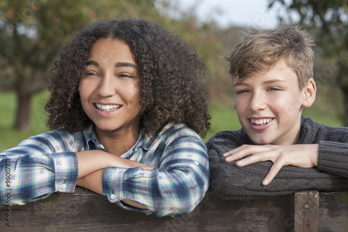Foto  Gemischte Abstammung Teenager Boy & African American Girl
