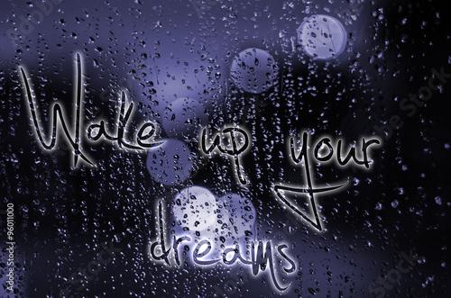 Fotografie, Obraz  Věta Probuďte své sny napsané na mokré sklo