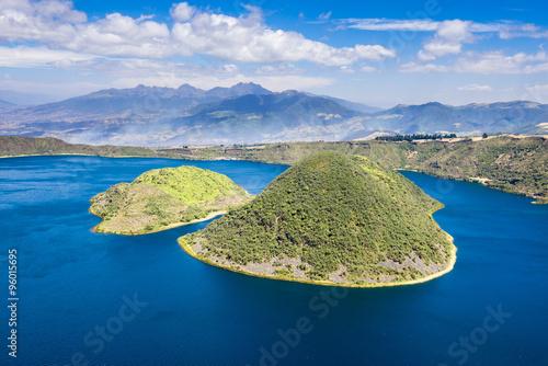 Fotografía  Laguna Cuicocha en la reserva Cotacachi-Cayapas, Ecuador